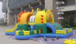 Inflatable lion and tiger castle